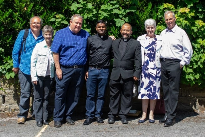 Tamworth parishioners with a visit to Fr Steve